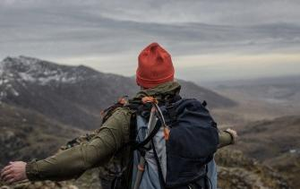 6 essentials in the backpack of any hiker